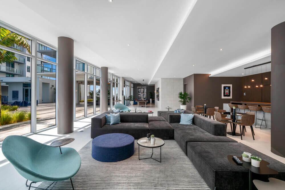 Quadro-Poolside-Lounge-1