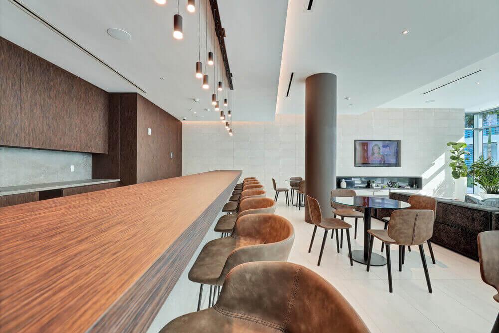 Quadro-Poolside-Lounge-Bar